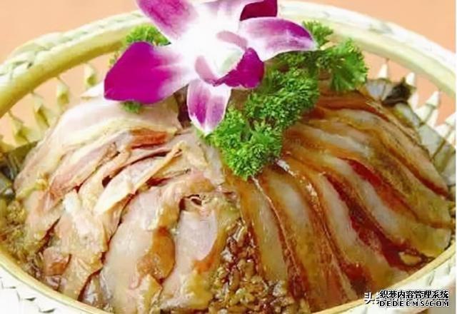 美食推荐:双腊扣香米、蕉叶烤鱼、土豆可乐饼