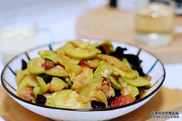 秋季黄瓜苦瓜靠边站,这菜别错过,鲜嫩营养,